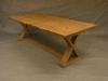Brunlaserat bord med x-underrede.