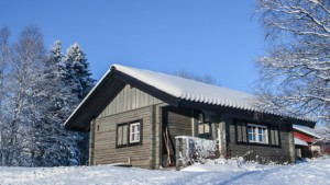 Vandrarhemsrum-stuga i vintertid.